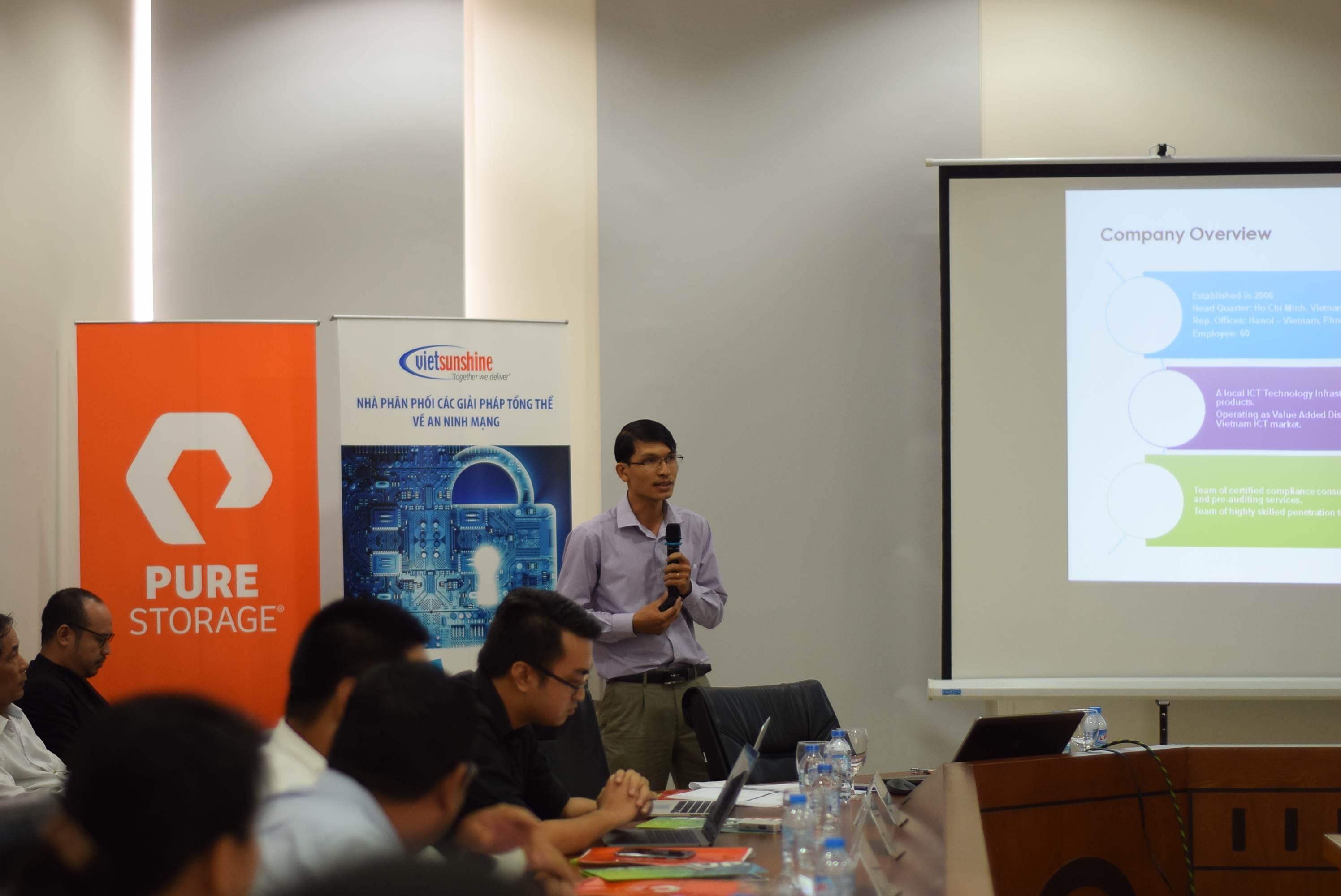 ông Võ Duy Khang, trưởng nhóm phụ trách sản phẩm của VietSunshine